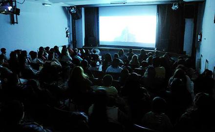 A sala llena se realizó nueva jornada de cine gratis en el Teatro Municipal