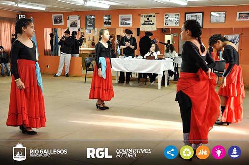Taller de Folclore para Adultos culmina el 2014 con Exhibición en Complejo Cultural Santa Cruz