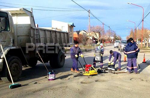 Municipio abocado a la reparación calles